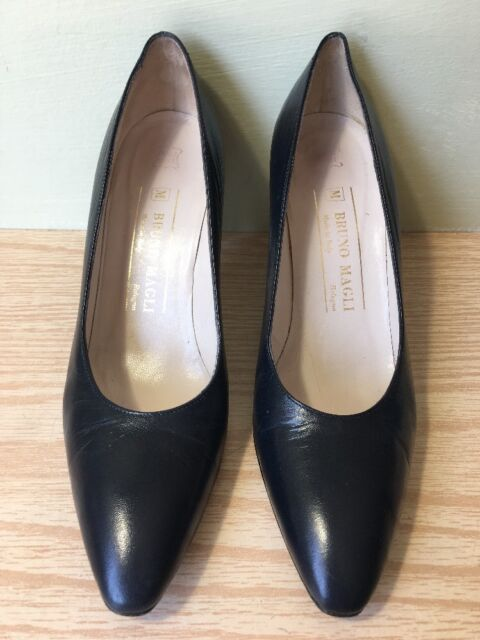 Bruno Magli Italian Pumps Navy Leather Heels Pumps Women's Size 6.5 AA Excellent