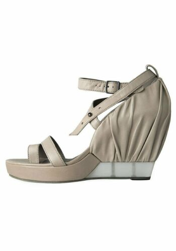 LD Tuttle The Pose Strappy Sandals (36.5)