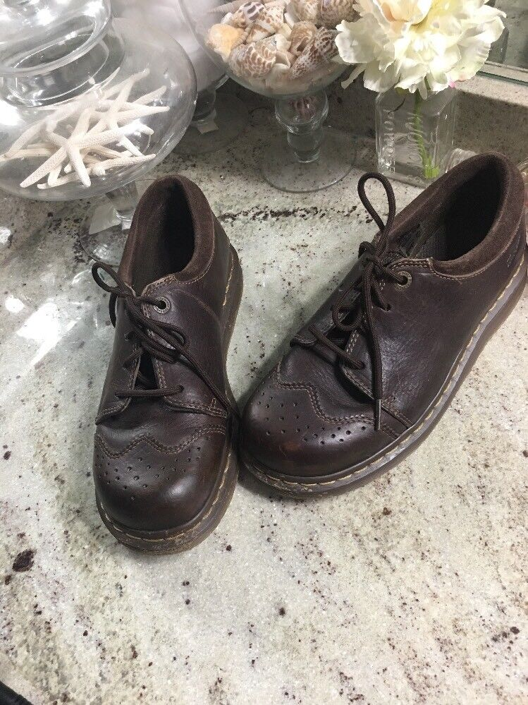 Dr. Martens Wing Tip DERBIES MEN Taille 8 Femme 9 en cuir marron 41 UK 7