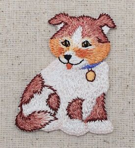 Puppy/Dog Brown/White Spots Sitting/Pets - Iron on Applique/Embroidered Patch