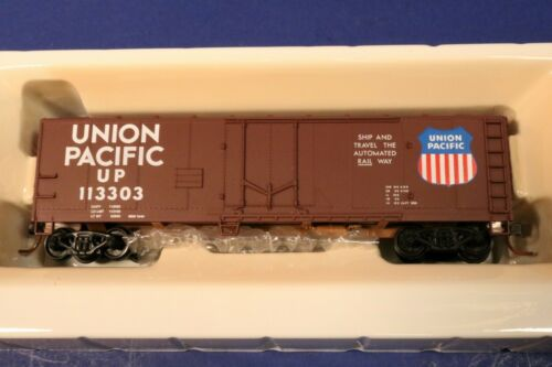 Union Pacific 113303 40/' Box Car Deluxe RTR Walthers Trainline HO