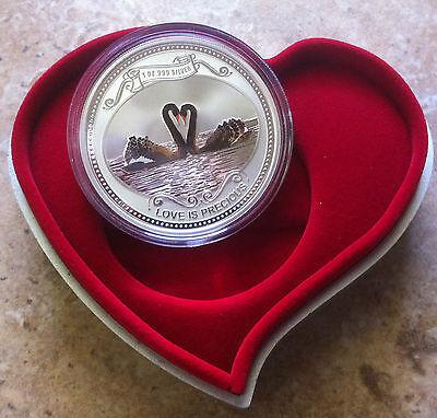 1oz.~LOVE IS PRECIOUS~.999 SILVER COIN~NIUE~2011~VALENTINE//ANNIVERSARY//WEDDING