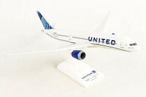 SKYMARKS-SKR1046-UNITED-AIRLINES-787-9-NC-1-200-SCALE-PLASTIC-SNAPFIT-MODEL