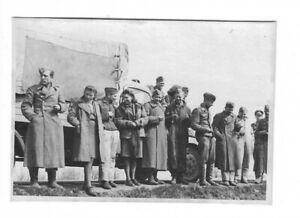 Foto-Soldatengruppe-in-Uniform-Muetze-Maentel-Frauen-LKW