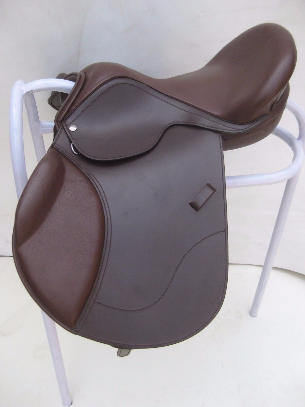 NEW allround Brown Leather Treeless GP Saddle with attractive accessories
