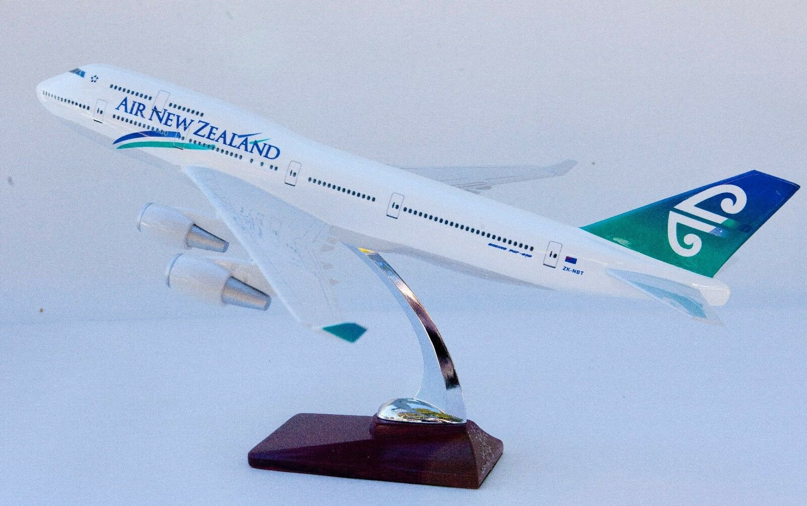 AIR NEW ZEALAND B747 LARGE PLANE MODEL  1 150 AIRPLANE APX 43cm SOLID
