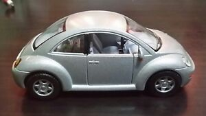 Volkswagen-New-Beetle-toy-car-Diecast-1-32-Kinsmart-silver