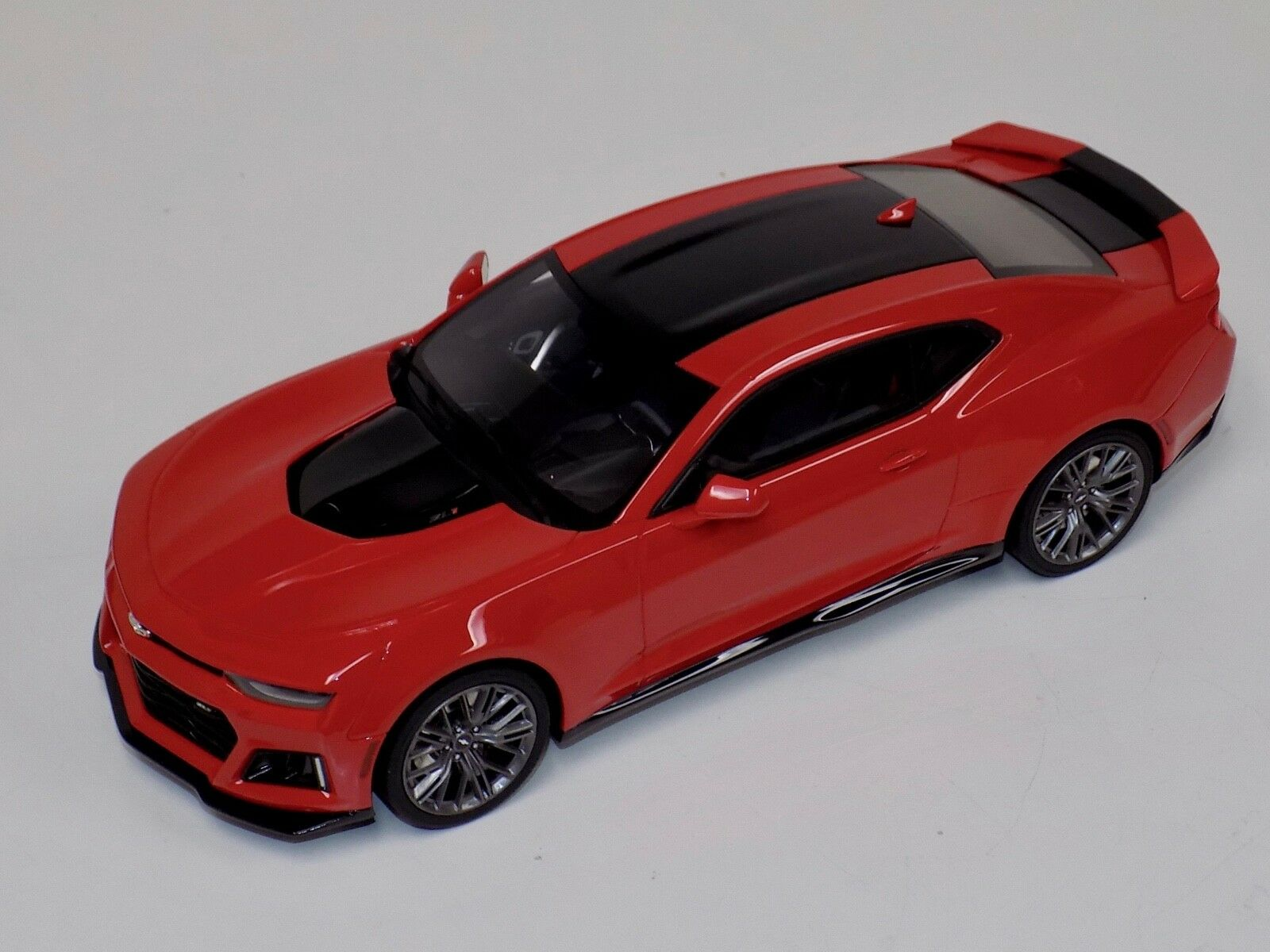 1/18 GT Spirit Chevrolet Camaro SS Fifty Anniversary in Gloss rosso US012