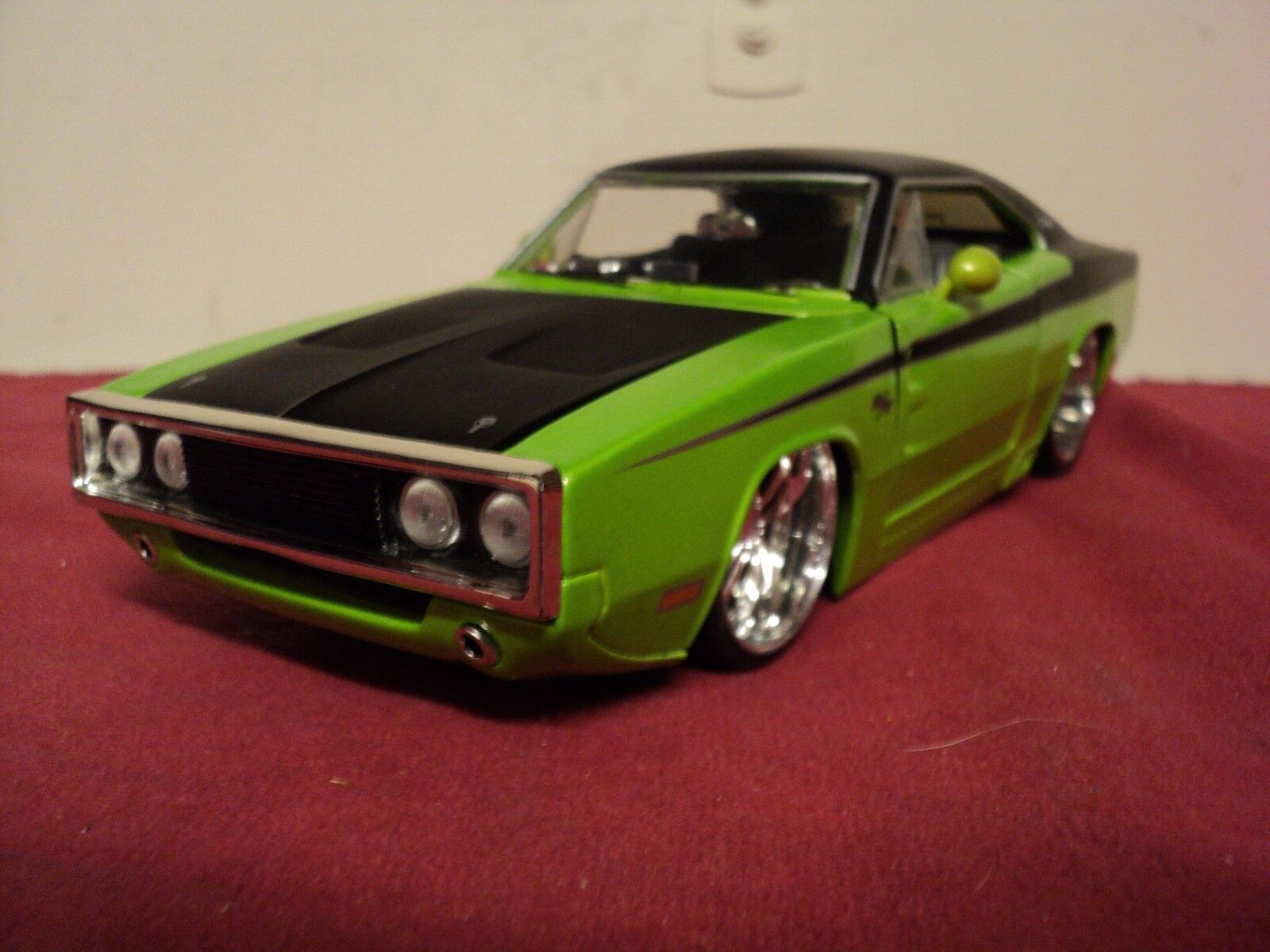 Jada 1970  Dodge Charger R T 1 24 Scale  original 2002 release used  no box  HTF