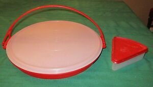 LARGE-RED-TUPPERWARE-DIVIDED-VEGGIE-SERVER-W-LID-amp-HANDLE-RED-PIE-SLICE-HOLDER