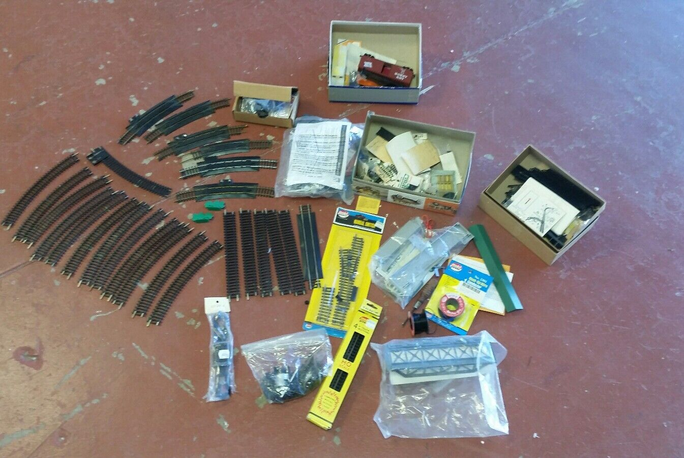 Lot of Miscellaneous Toy Train Rails and Parts Lot X