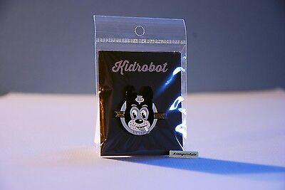 Kidrobot Pinning /& Winning Pin Series Kidrobot Emblem Blue Mohawk NEW