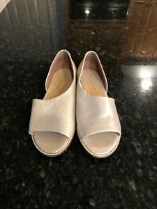 Anthropologie-Shimmery-Beige-Leather-Slip-Ons-Size-8-5-New