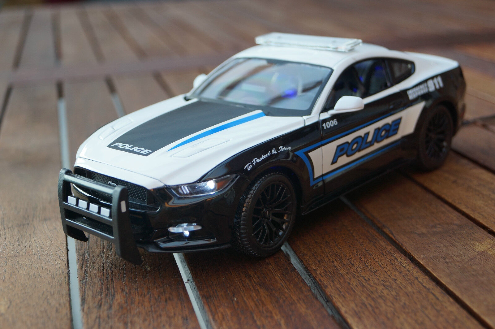2015 Ford Mustang GT Police Police DEL-éclairage (Xénon) 1  18 Maisto  sortie