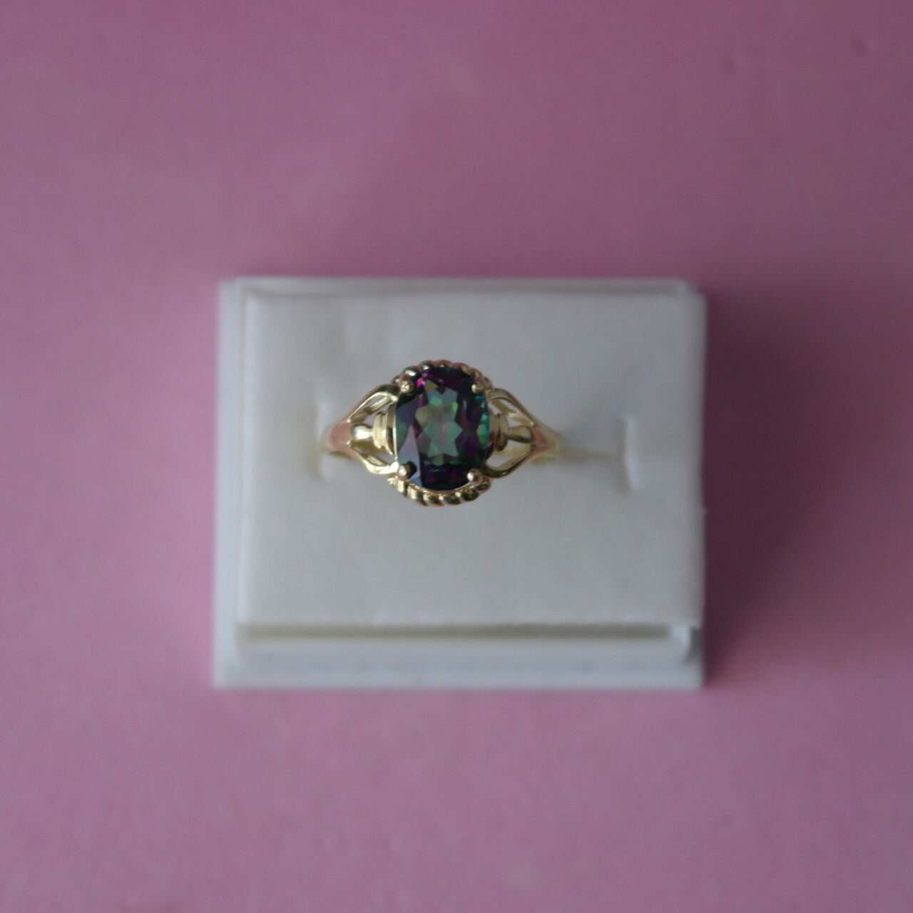 BEAUTIFUL 9CT YELLOW gold OVAL CUT MYSTIC TOPAZ RING SIZE O IN GIFT BOX