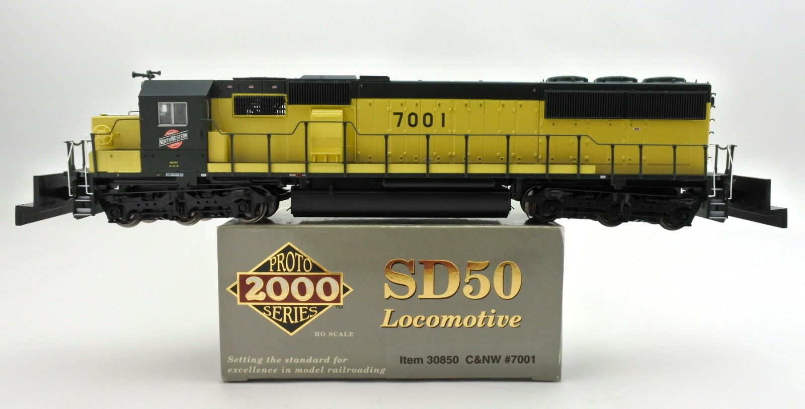 WALTHERS   ProssoO 2000 HO SCALE 30850 C&NW SD50 DIESEL ENGINE  7001