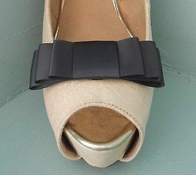 2 Gris Oscuro Clips Para Zapatos Arco Triple-otros colores a petición