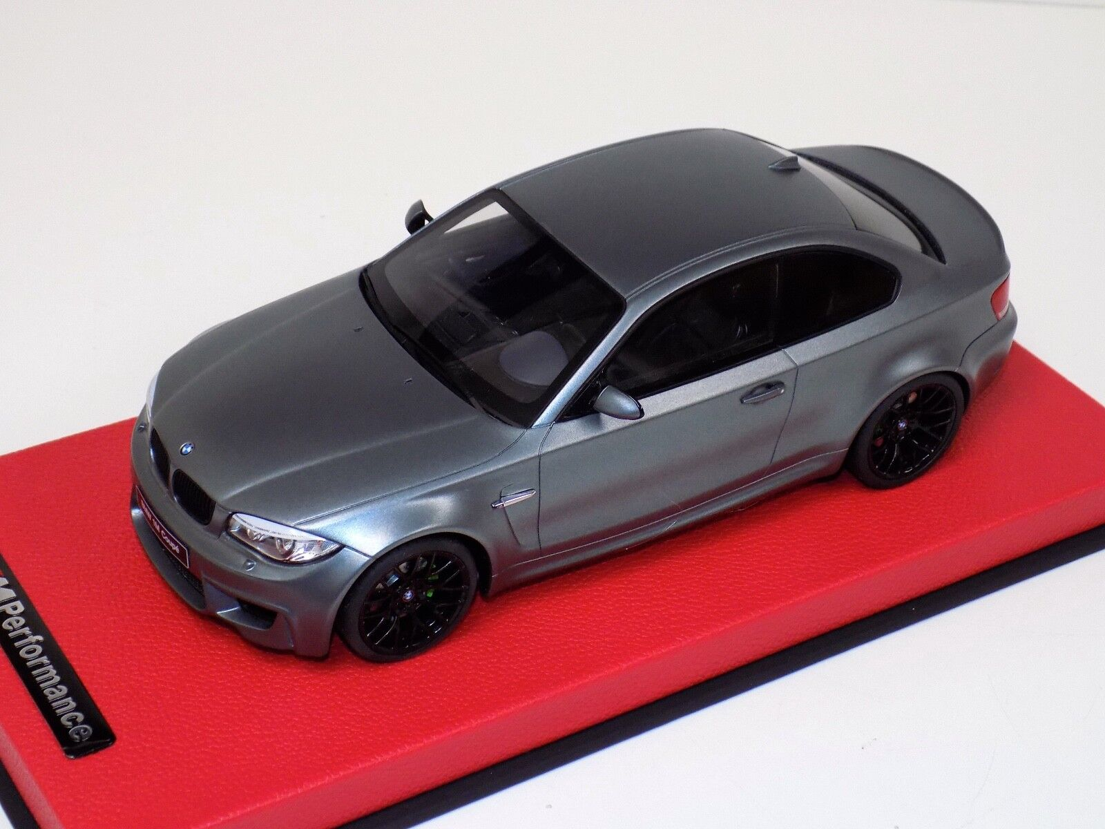 1 18 GT Spirit BMW M1 Coupe in Frozen gris rouge Leather Base  GT709