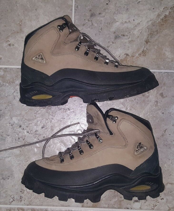 SUPER RARE AND VINTAGE NIKE ACG NIKE AIR BOOTS WOMEN'S SIZE US8.5 UK6