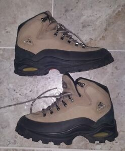 SUPER RARE AND VINTAGE NIKE ACG NIKE AIR BOOTS WOMEN S SIZE US8.5 ... 59d97bcbe