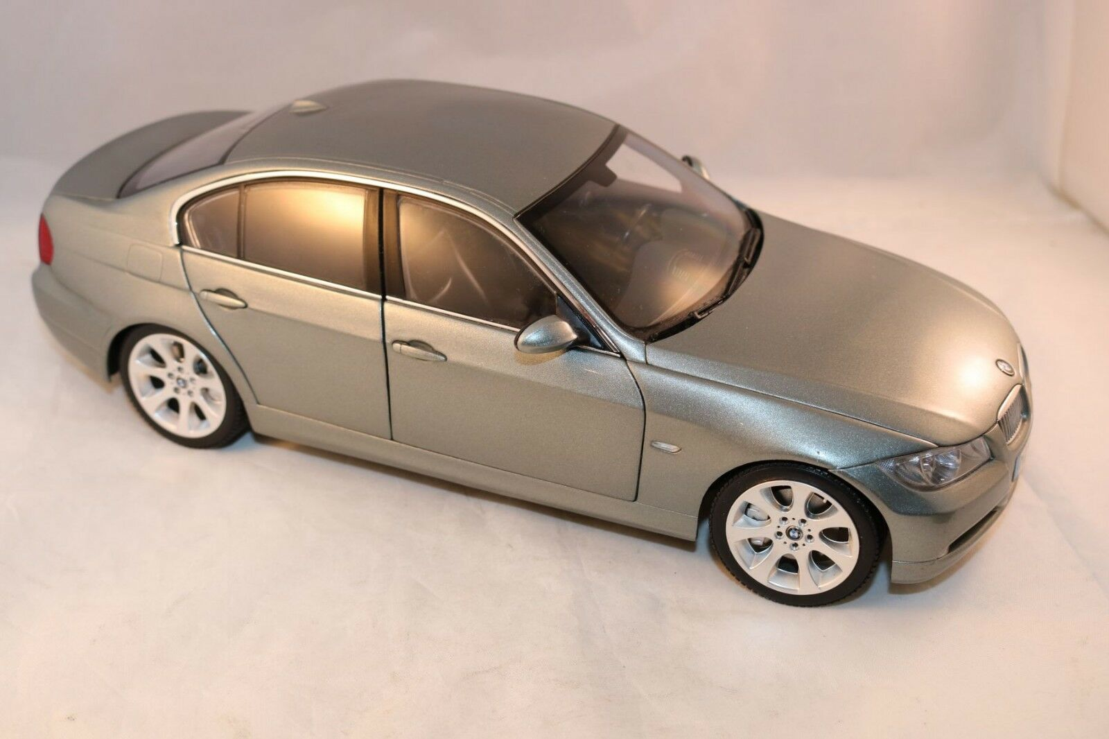Kyosho Bmw 3 series metallic green green green dealer edition very near mint condition 1 18 a3f55c