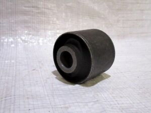 Genuine-Toyota-Land-cruiser-80-Amazon-Prado-Bushing-Front-Of-Rear-Arm-From-1990