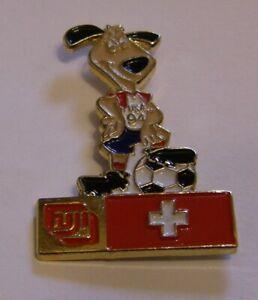 WORLD-CUP-94-USA-SOCCER-FUJI-sponsor-SWISS-FLAG-STRIKER-vintage-pin-badge-Z8J