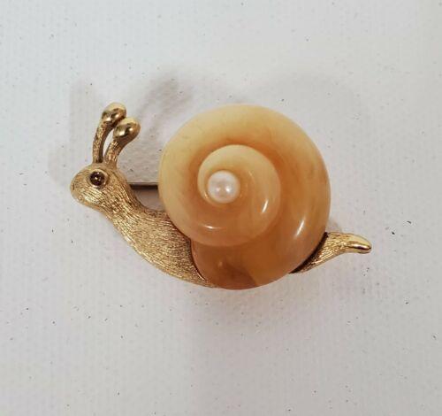 Vintage Fuller Goldtone Marbled Lucite Snail Brooc