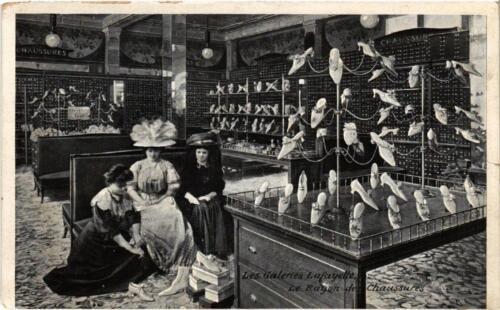 CPA PARIS (9e) Les Galeries LAFAYETTE Le Rayon des Chaussures (534553)