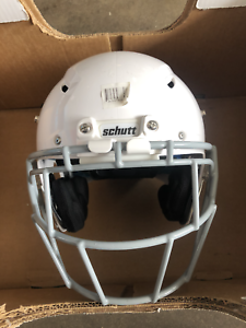 Schutt-Youth-Vengeance-Z10-Football-Helmet-Medium