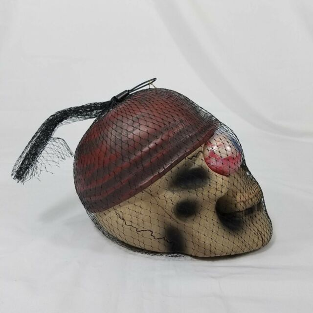 Shanghai Disney Pirates Of The Caribbean Pirate Skull Filled Bugs Compartment