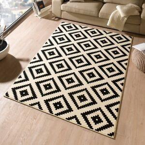 Design-Velours-Tapis-Losange-Noir-Creme-102332