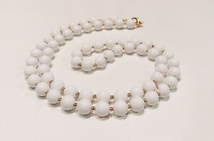 VINTAGE-JEWELRY-1960s-Classic-White-Celluloid-amp-Gold-Tone-Bead-Strand-Necklace