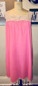 VTG 60'S STONESWEAR BRIGHT PINK NYLON& LACE PLEATED NIGHTGOWN NIGHTIE*M/L