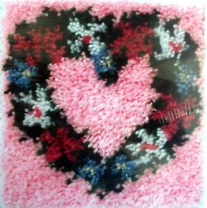 Details About Caron Latch Hook Rug Pillow Kit Heart Wreath Uk Er