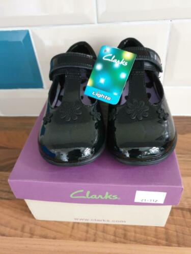Entièrement Neuf dans sa boîte Filles CLARKS Trixi beau pré Cuir Verni École Fête Chaussures Taille 7 g