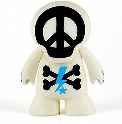 """Hollywood Skullz Coolz in GOLD  2.5/"""" tall Peace Love /& Palm Trees Tabloid Hero"""