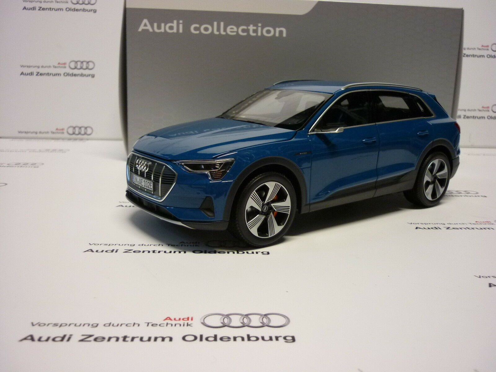 Original Audi Model Car Audi E-Tron in 1 18 Antiguablue