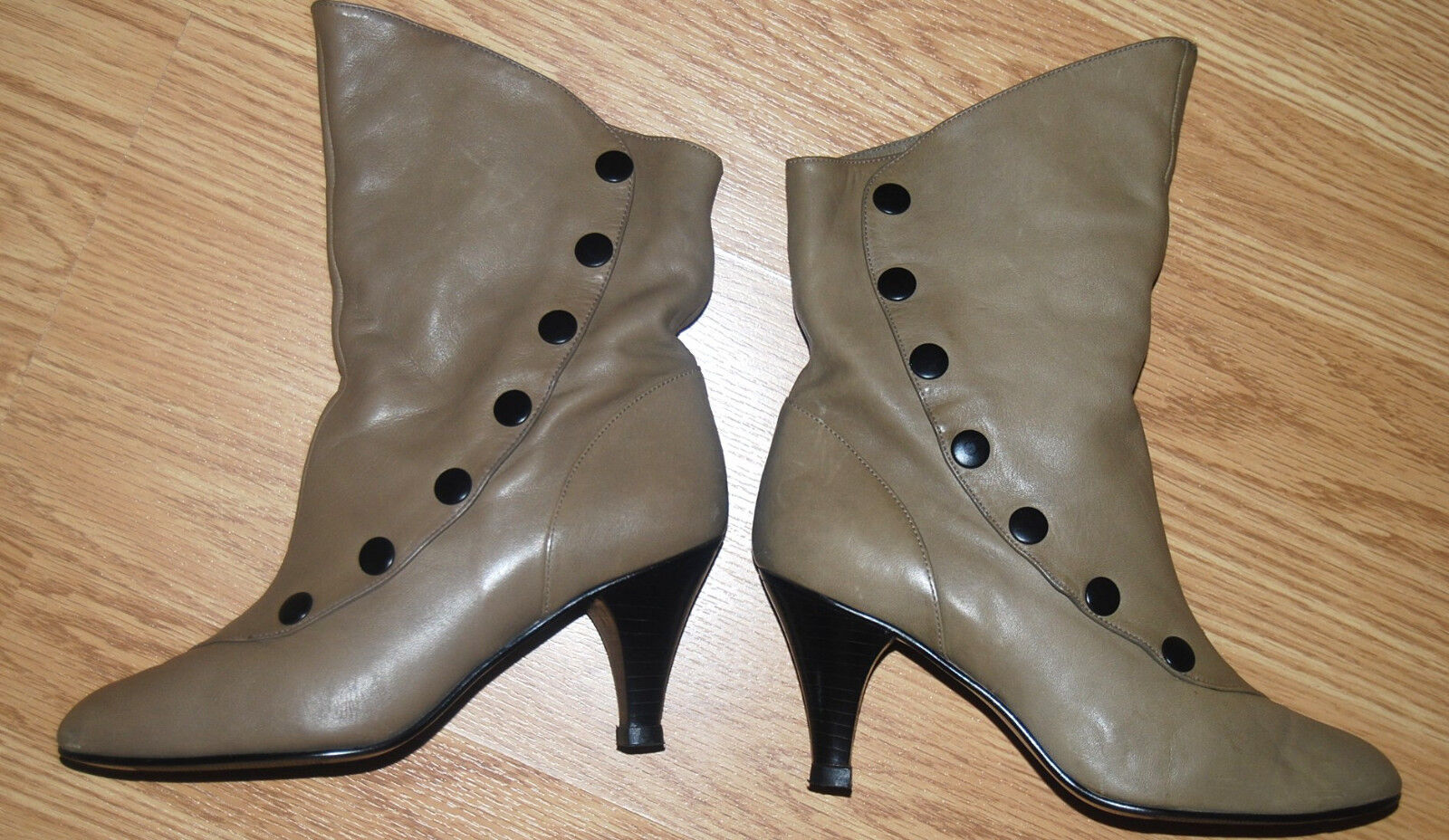 vtg 9 WEST Victorian taupe leather Granny button snap louis heel ANKLE BOOTS 6.5