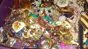 Vintage-Costume-Fashion-Jewelry-Lot-ALL-GOOD-Wear-Resell-5Pcs-Brooch-Bracelet