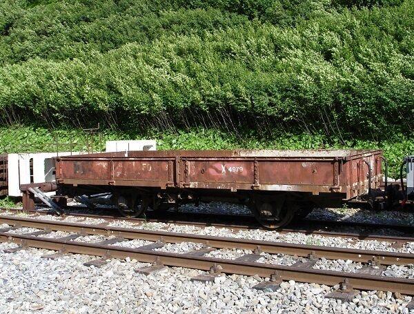 BEMO h0m 2257 229/2257229 carreggiata stretta-bassa bordo carrello x4979 fo servizio ferroviario  CH