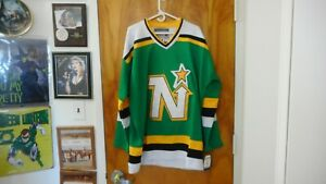 Minnesota-North-Stars-9-Mike-Modano-Sewn-Vtg-Jersey-Fight-Strap