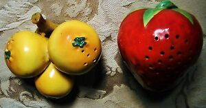 GORGEOUS-Vintage-40s-PEARS-amp-STRAWBERRY-Salt-amp-Pepper-Shakers-anthropomorphic