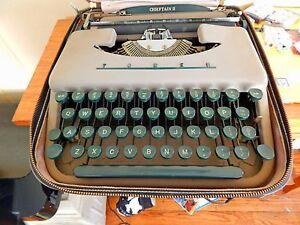 Chieftain II portable typewriter model number 871.900