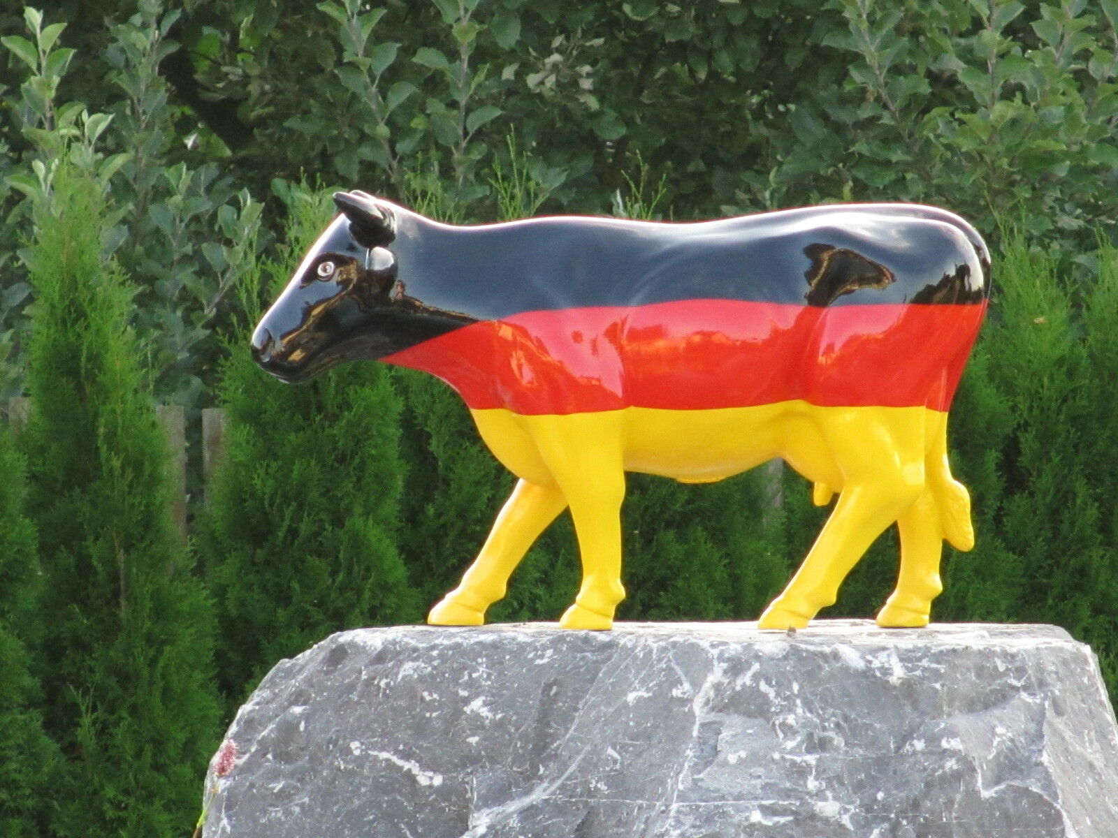 KUH KUNSTBEMALUNG DE FRIESISCH DEUTSCHLAND FLAGGE DE KUNSTBEMALUNG GER BRD Garten Deko Tier Figur 0864be