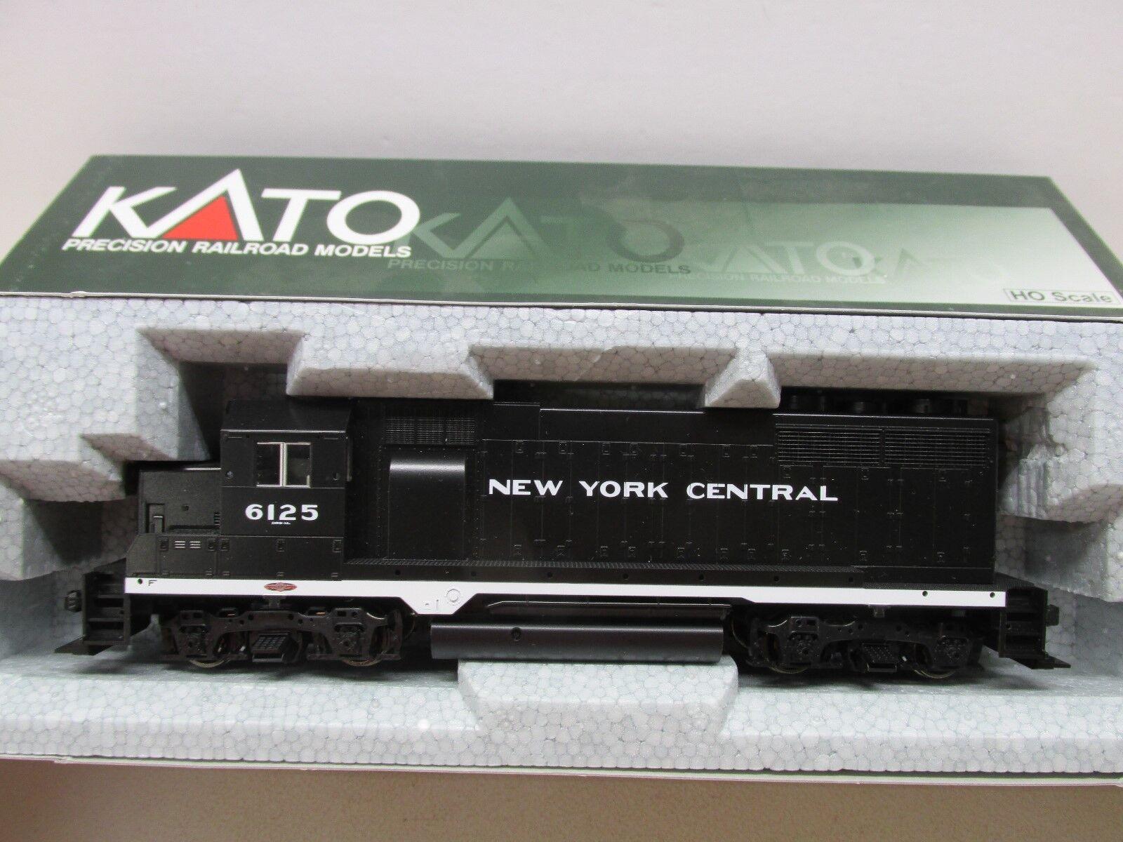 KATO  NEW YORK CENTRAL GP35 POWERED LOCOMOTIVE HO SCALE