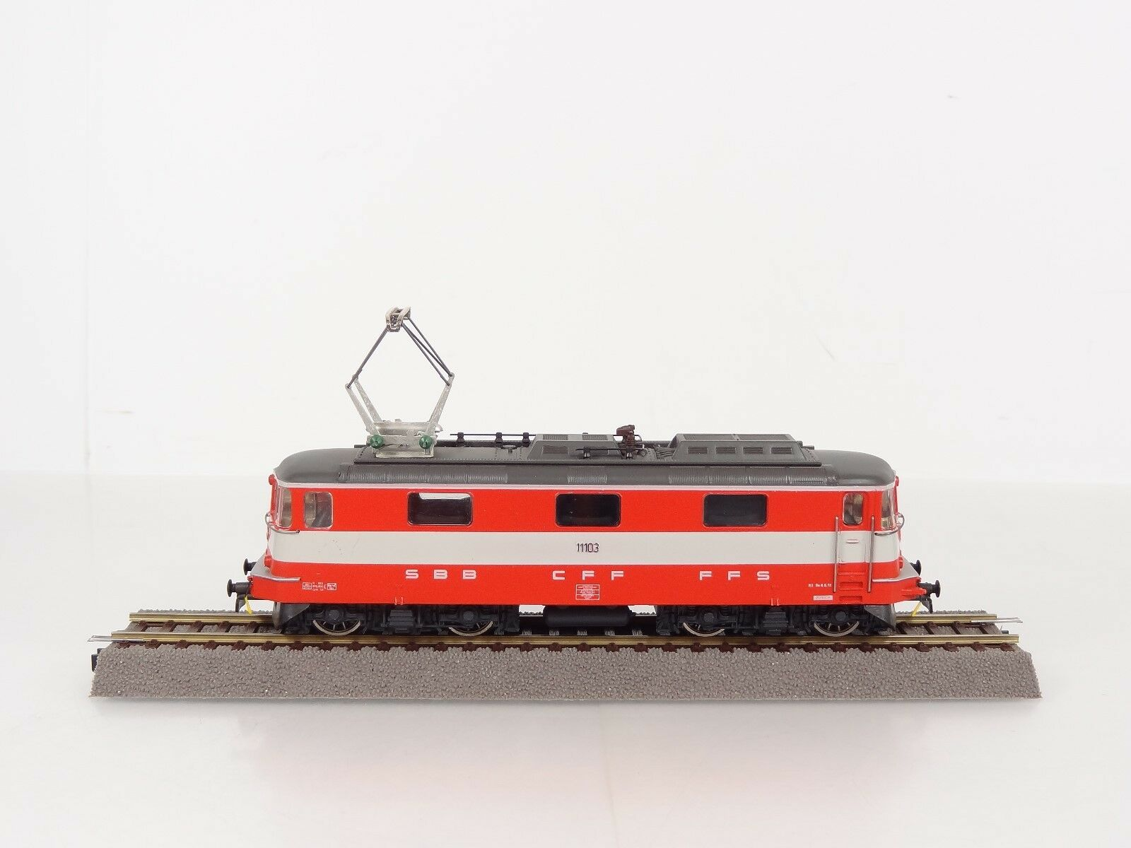 HAG HO SBB CFF FFS Swiss Railway Express Re 4/4II Electric Engine  Nr. 211 NEW