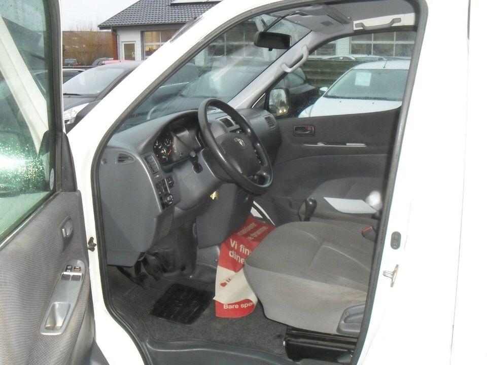 Toyota HiAce 2,5 D-4D 117 lang Komf. Diesel modelår 2011