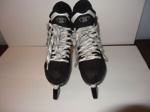 Nike-Quest-V-Ti-Hockey-Skates-Junior-Size-3-EE-with-Box