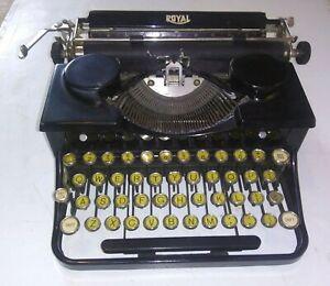 ANTIQUE OLD VINTAGE PORTABLE TYPEWRITER ROYAL MODEL 0 402194 BLACK GLASS KEYS